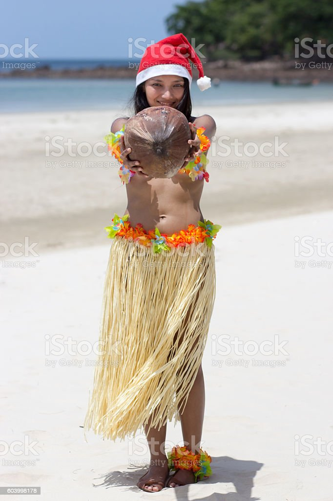 Hawaii Hula Dancer Holding Coconut At Christmas Time - Fotografie ... 917330b50a12