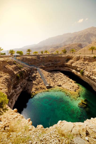 hawiyat najm sinkhole, oman - oman стоковые фото и изображения