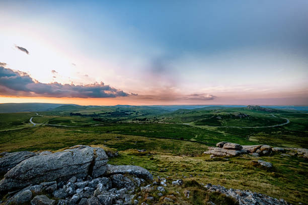 hay tor, saddle tor, hound tor & the b3392 - outcrop stock pictures, royalty-free photos & images