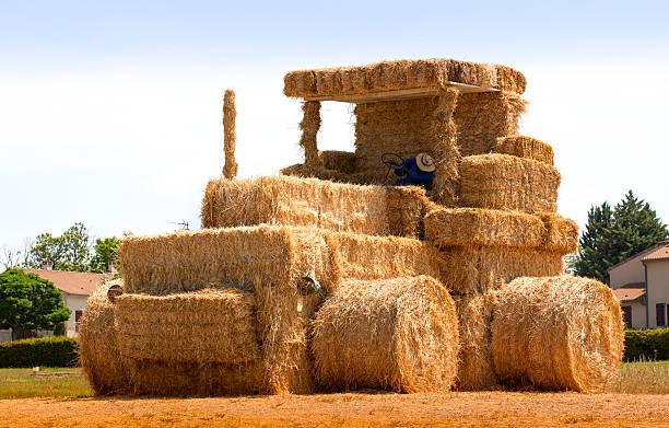 hay traktor mit sleeping man frankreich - traumscheune stock-fotos und bilder