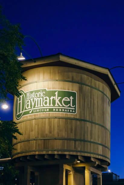 haymarket wasserturm bei nacht - lincoln united stock-fotos und bilder