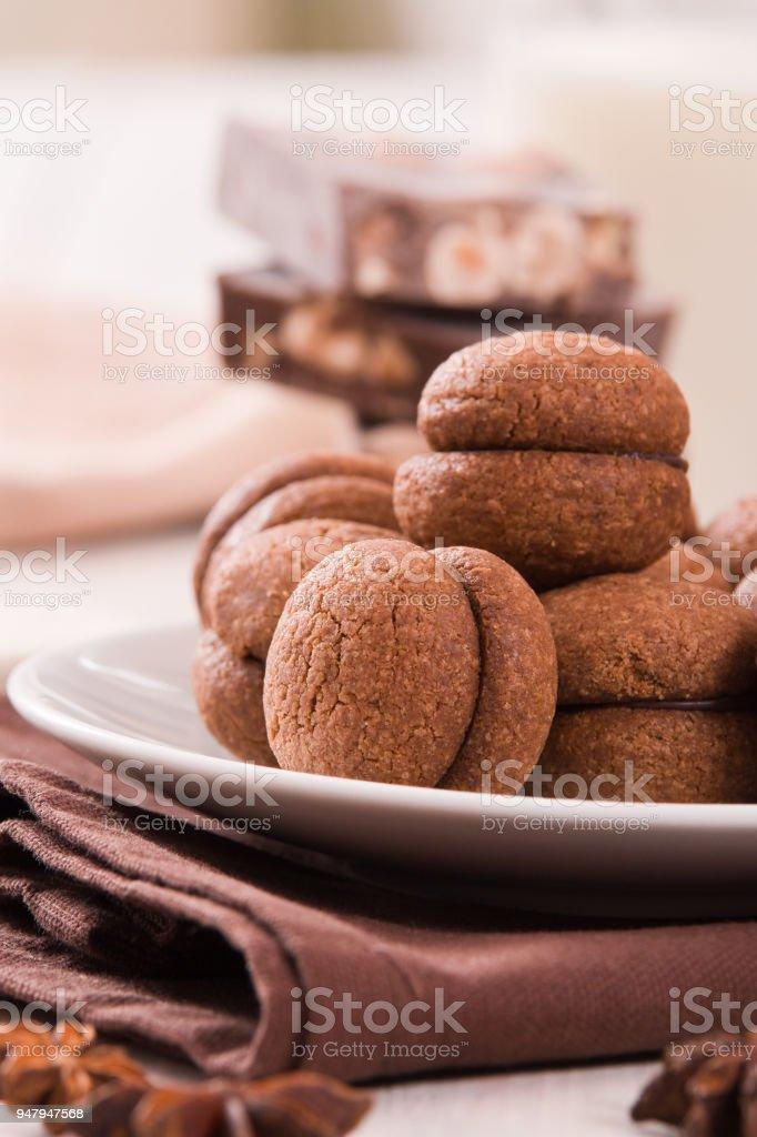 Hazelnut shortbread sandwiches filled with chocolate cream - fotografia de stock