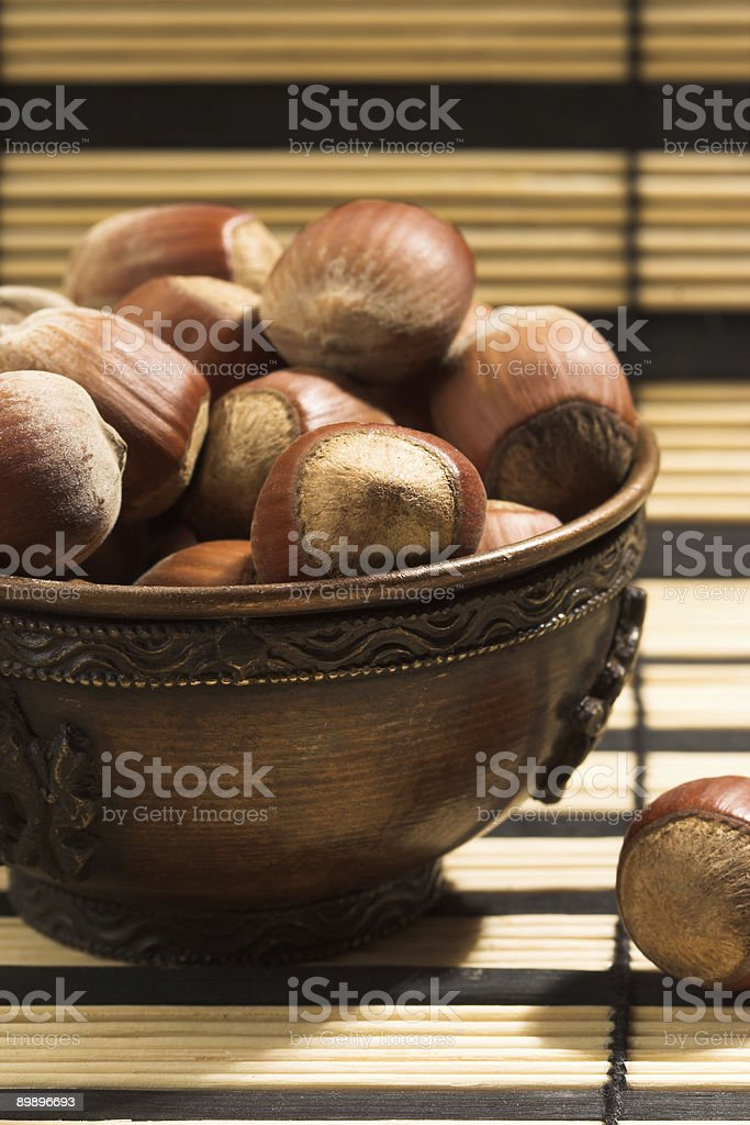 Орехи в чашку Стоковые фото Стоковая фотография