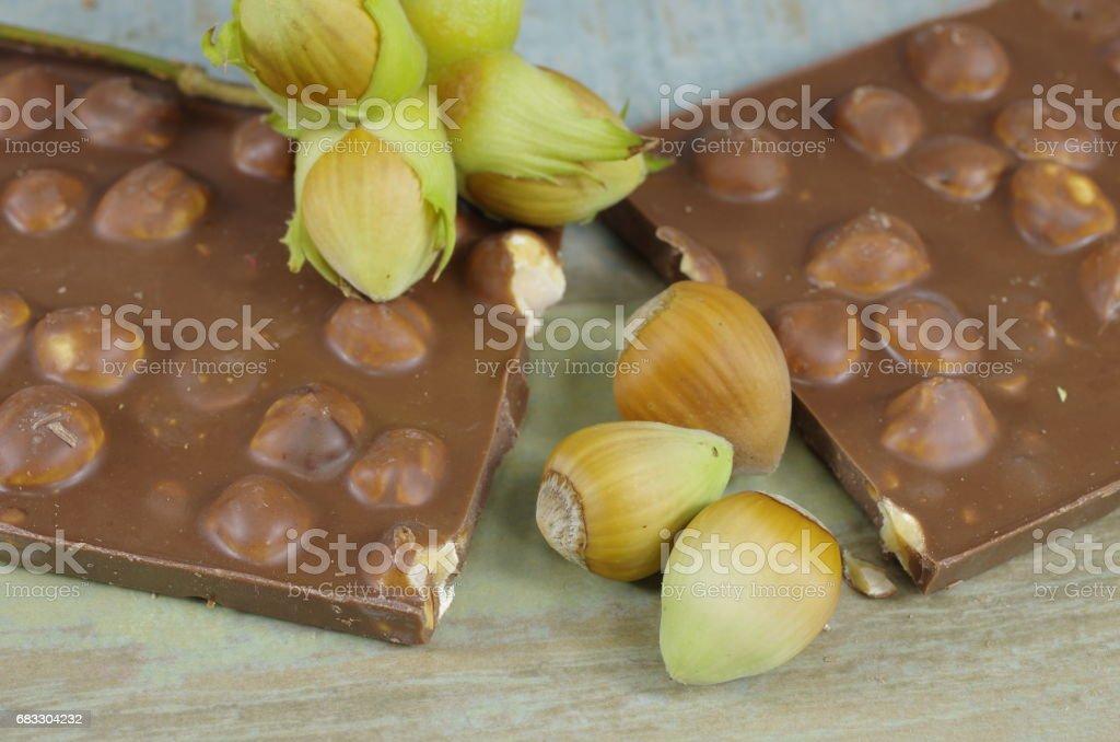 noisettes en coques et chocolat photo libre de droits