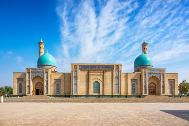hazrat imam moskee in tasjkent oezbekistan - oezbekistan stockfoto's en -beelden