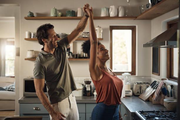he loves dancing with his queen - tango taniec zdjęcia i obrazy z banku zdjęć