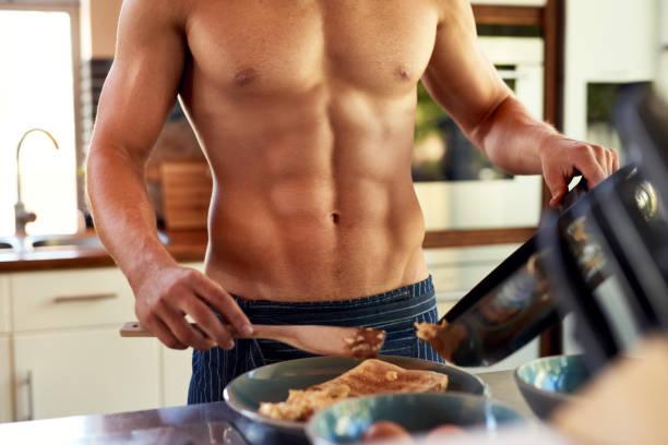 he prefers home made breakfast - a petto nudo foto e immagini stock