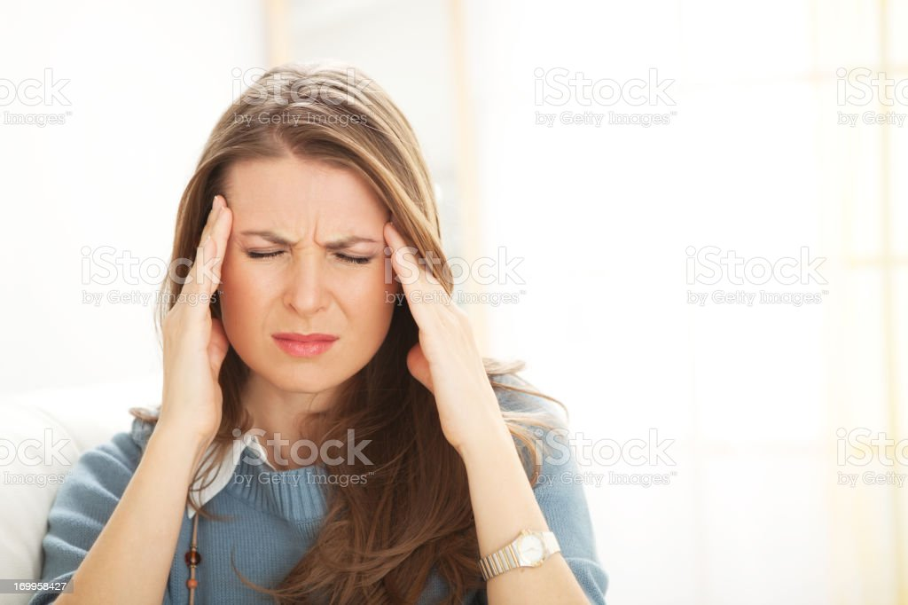 Dolor de cabeza. - foto de stock