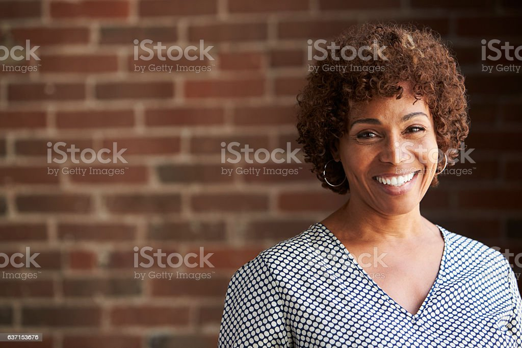 Head And Shoulders Portrait Of Mature Businesswoman - foto de stock
