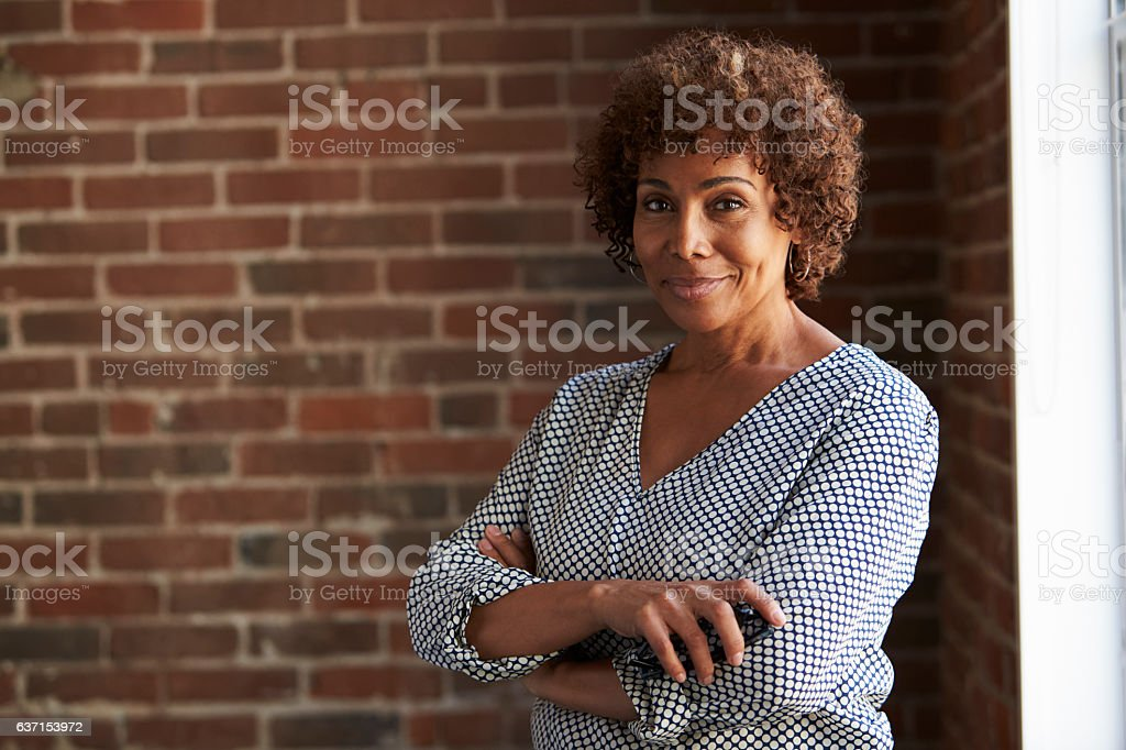 Head And Shoulders Portrait Of Mature Businesswoman – Foto