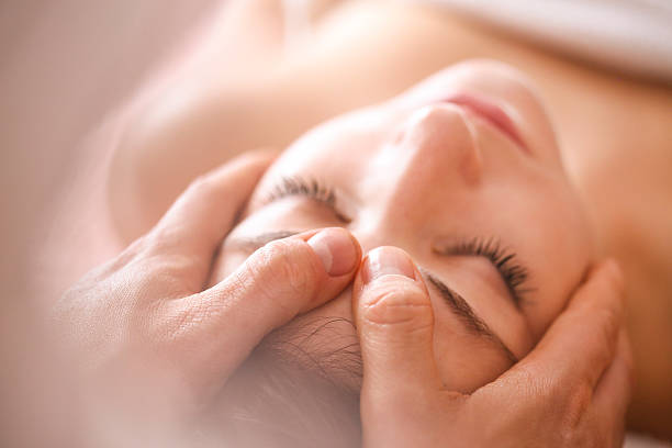 head massage - naturopathy stock photos and pictures