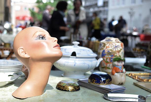 Sie das model in flea market – Foto