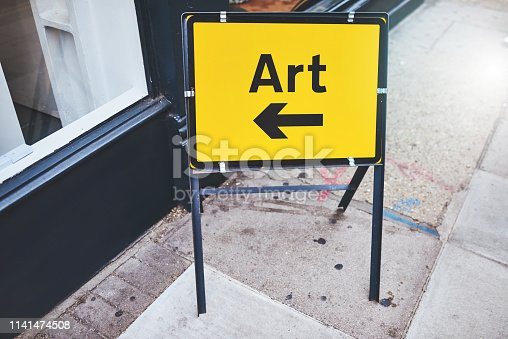 istock Head right this way 1141474508