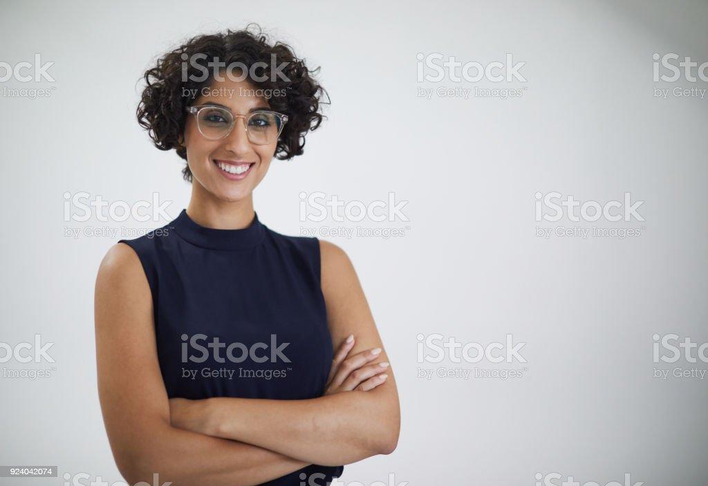 Schuss in den Kopf der Geschäftsfrau Blick in die Kamera. – Foto