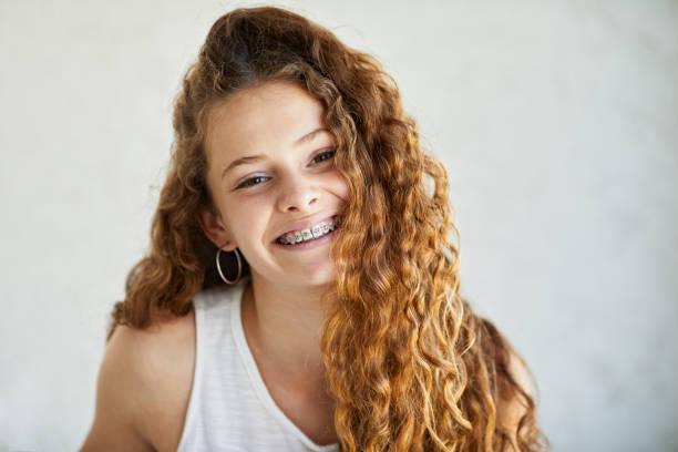 Kopf-Schuss-Porträt eines Teenagers Mädchen. – Foto