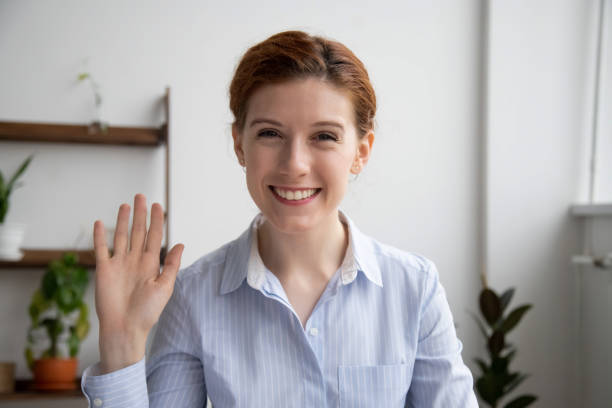 head shot portrait of attractive smiling businesswoman waving hand - dodatkowa praca zdjęcia i obrazy z banku zdjęć