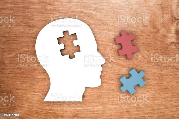 Head silhouette with jigsaw puzzle pieces picture id939915780?b=1&k=6&m=939915780&s=612x612&h=hh0tzyhigfd4nttw34izrxqu5idt72j2wxy qibj2d8=