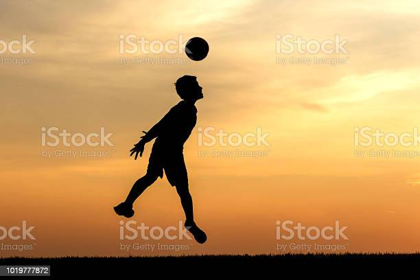 Heading the soccer ball at sunset picture id1019777872?b=1&k=6&m=1019777872&s=612x612&h=eooa  f4qg igej51mjjizaimuaumbyytqr zskwt6e=