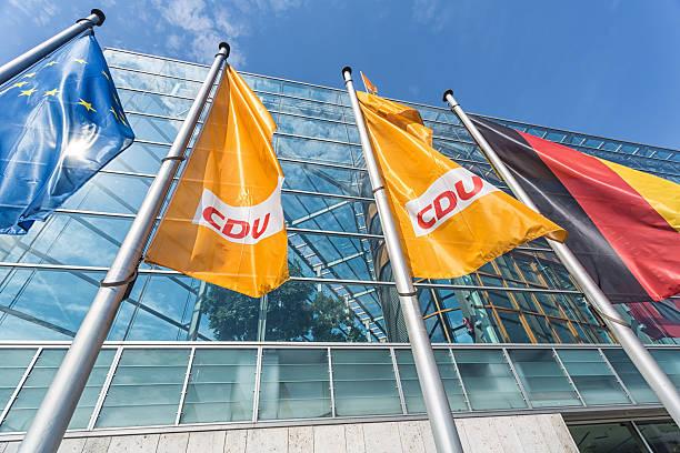 hauptsitz der deutschen partei cdu - merkel cdu stock-fotos und bilder