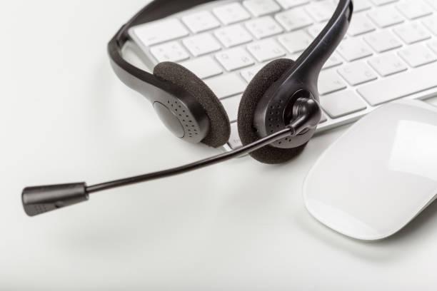 headset on keyboard computer laptop - call center стоковые фото и изображения