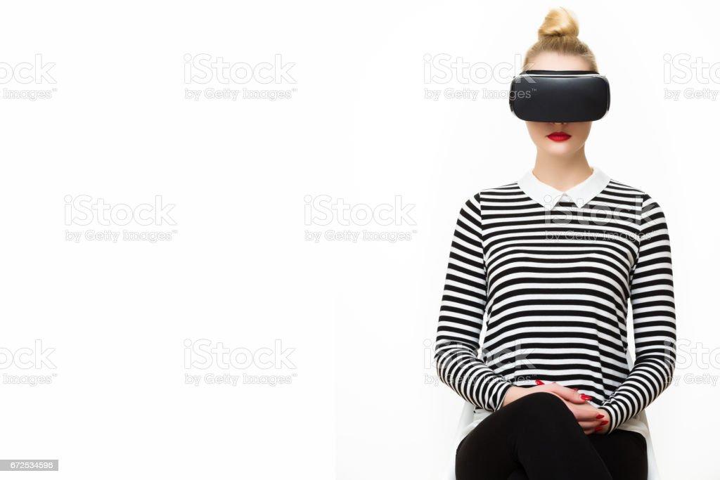 VR-Kopfhörer. Virtual-Reality-Konzept auf weißem Hintergrund. – Foto