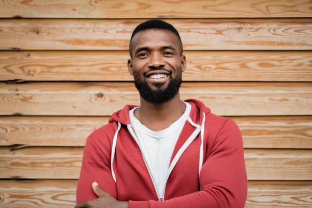 headshot van een mid volwassene man - mid volwassen mannen stockfoto's en -beelden