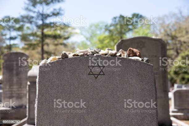 Grabstein Im Jüdischen Friedhof Mit Davidstern Und Speichersteinen Stockfoto und mehr Bilder von Alt