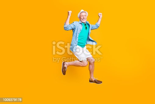 1092211952 istock photo Headwear spectacles green glasses freedom happiness modern motion grey hair summer concept. Full length size photo portrait of cheerful careless funky funny runner isolated on vivid background 1009379178