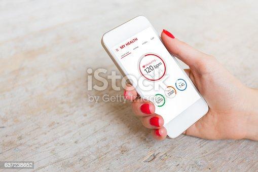 istock Health app on smartphone 637238652