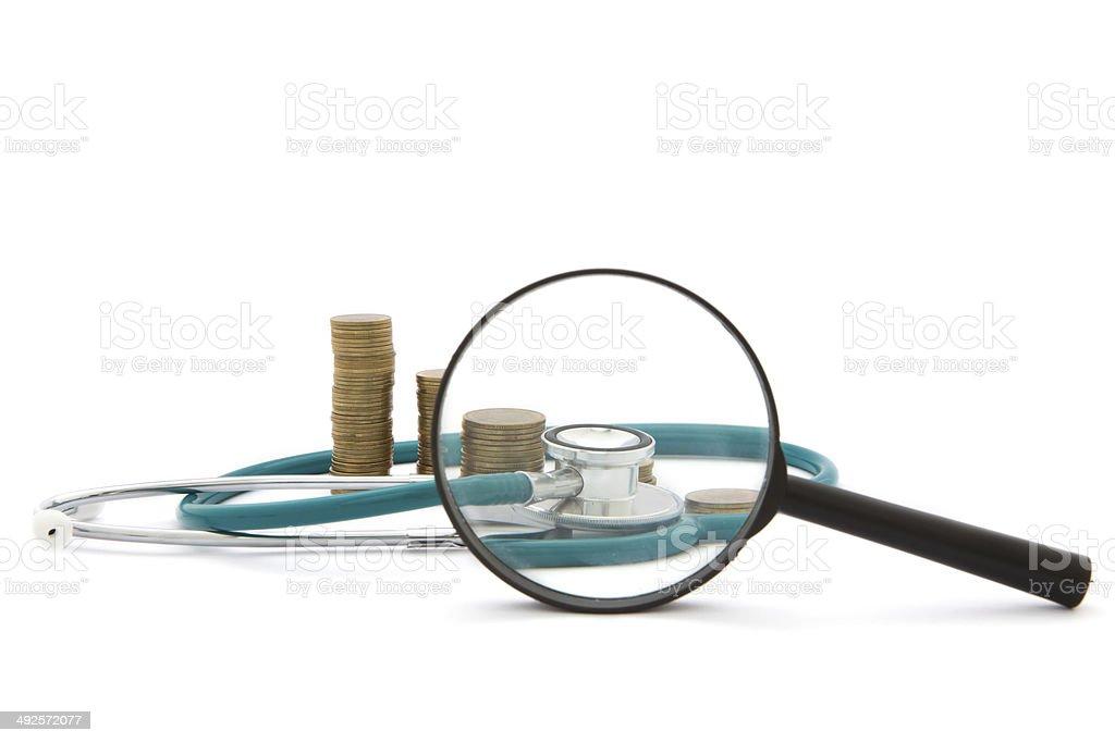 Gesundheitsausgaben-Stethoskop auf Geld Hintergrund – Foto