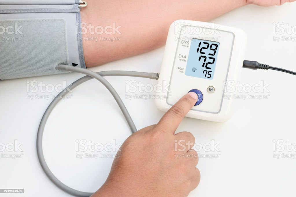 Health concept women is taking care for health with blood pressure monitors. foto stock royalty-free