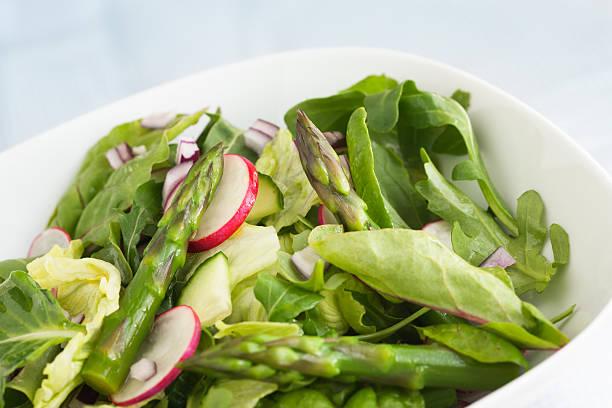 fitness in einer schüssel - radieschen salat stock-fotos und bilder