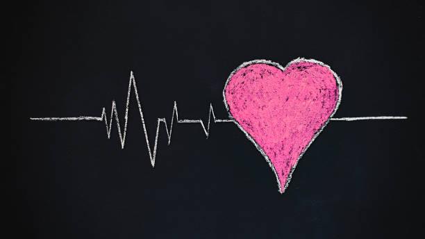 seguro médico y concepto de enfermedades cardíacas médicas - vectoriales fotografías e imágenes de stock