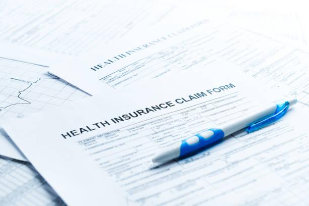 保険請求書、書類、および保険の概念に対するアンケート調査 - 請求書 ストックフォトと画像