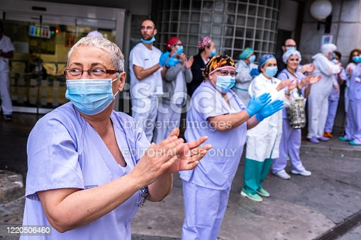 Valencia, Spain; 20th apr 2020: Some workers of the 'Hospital Clínico Universitario' meet at the door of the hospital to applaud together with the neighbours as every day at 8 pm since the beginning of the lockdown due to the Covid 19 pandemic