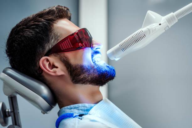 gezondheidszorg en geneeskunde concept. - tanden bleken stockfoto's en -beelden