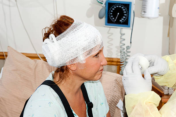 healthcare: hospital patient with injury - jodijacobson stock pictures, royalty-free photos & images