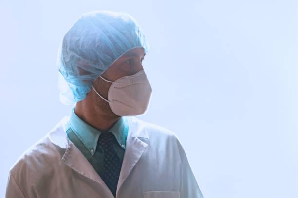 Gesundheitsdienstleister trägt Maske während der Arbeit Krankenhaus Shift – Foto