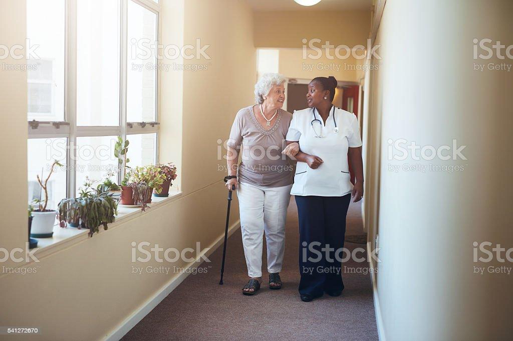 Healthcare work helping female patient. - foto de stock