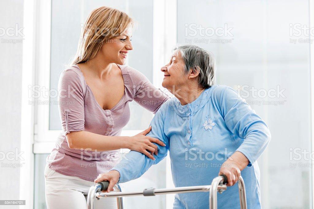 Healthcare Arbeiter mit einem Patienten. - Lizenzfrei 2015 Stock-Foto