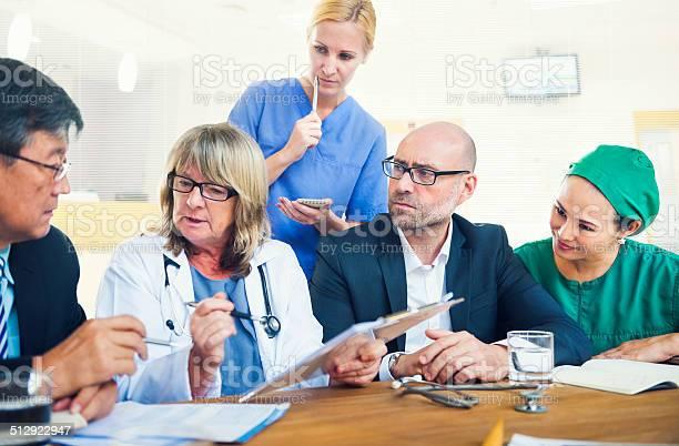 Healthcare Arbeiter Tagung Stockfoto und mehr Bilder von Alter Erwachsener