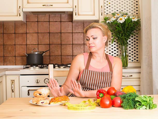 healthy and junk food concept. housewife woman rejecting hamburger - gewicht schnell verlieren stock-fotos und bilder