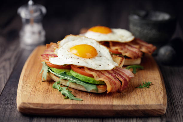 healthy bacon fried egg brunch - uovo foto e immagini stock