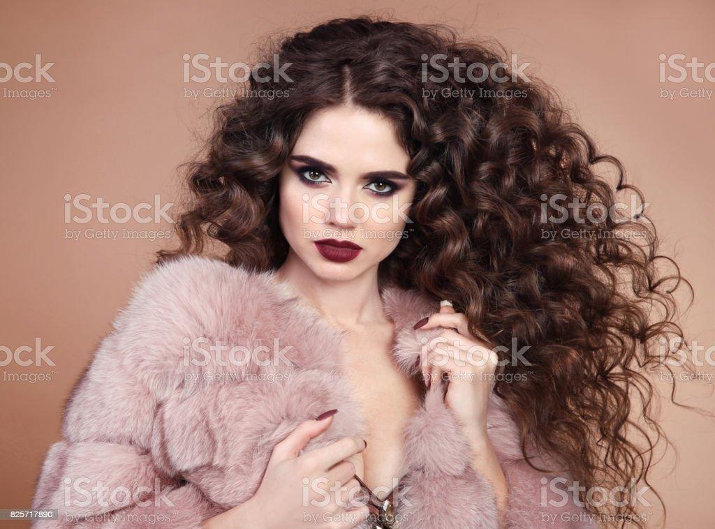 Sante Des Cheveux Beaute Portrait Glamour Du Modele De La Belle