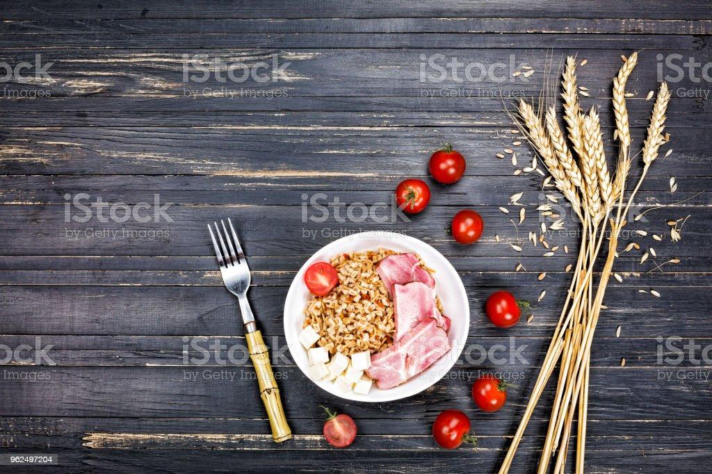 Prato saudável, aperitivo de cevada e trigo, orgânico, Mix, cópia espaço, vista superior - Foto de stock de Abacate royalty-free