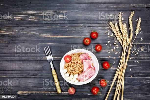 Foto de Prato Saudável Aperitivo De Cevada E Trigo Orgânico Mix Cópia Espaço Vista Superior e mais fotos de stock de Abacate