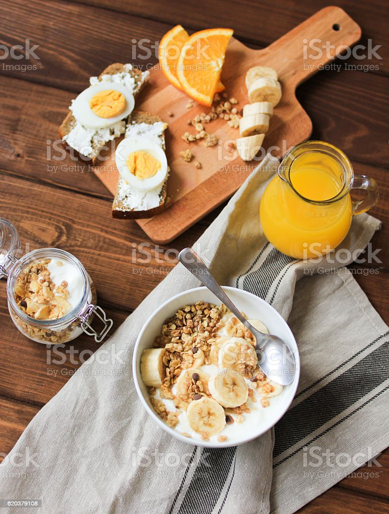 healthy breakfast bowl of yogurt with granola and eggs foto de stock royalty-free