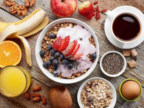 healthy breakfast ingredients - ontbijt stockfoto's en -beelden
