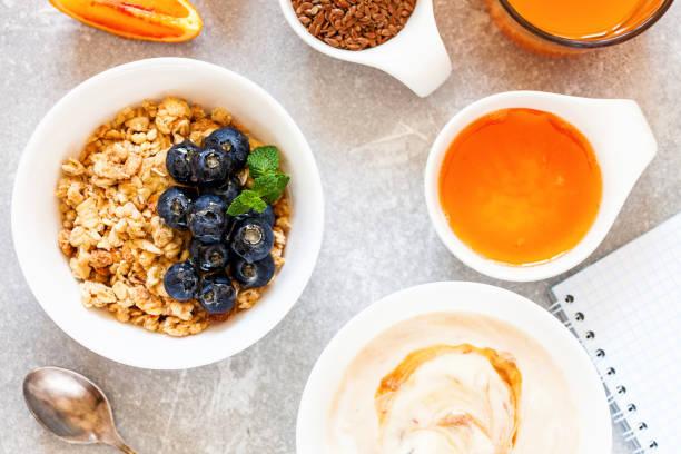 Gesundes Frühstück - Müsli mit Heidelbeere und Honig – Foto