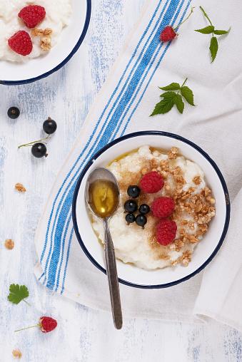 Healthy Breakfast Rice Pudding Foto de stock y más banco de imágenes de Alimento